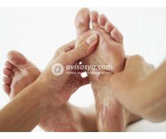 Masajista belleza de pies y pedicura